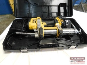 DEWALT 20V Battery-Powered Grease Gun